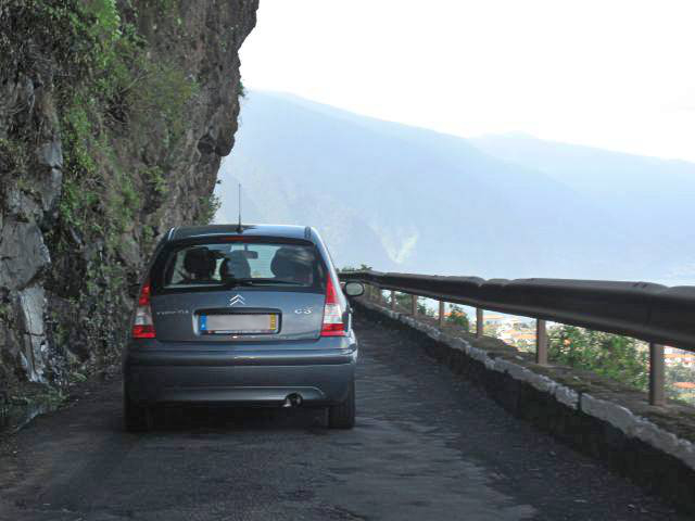 Küstenstraße auf Madeira | Waldspaziergang.org