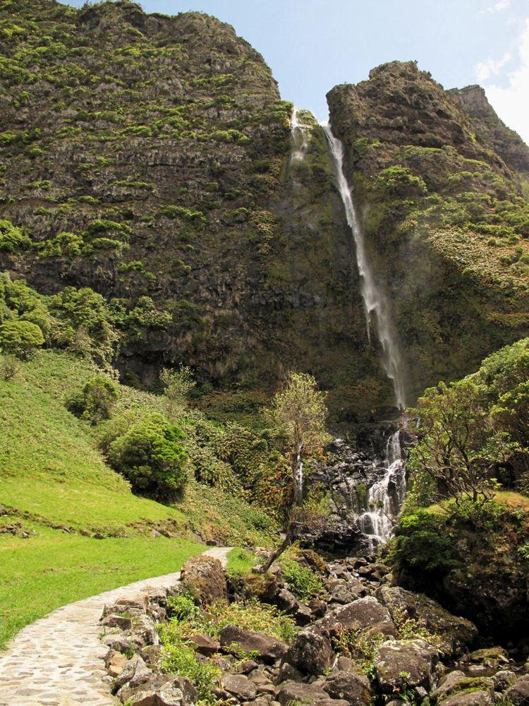 Der Weg zum Poco do Bacalhau mit Wasserfall | Waldspaziergang.org